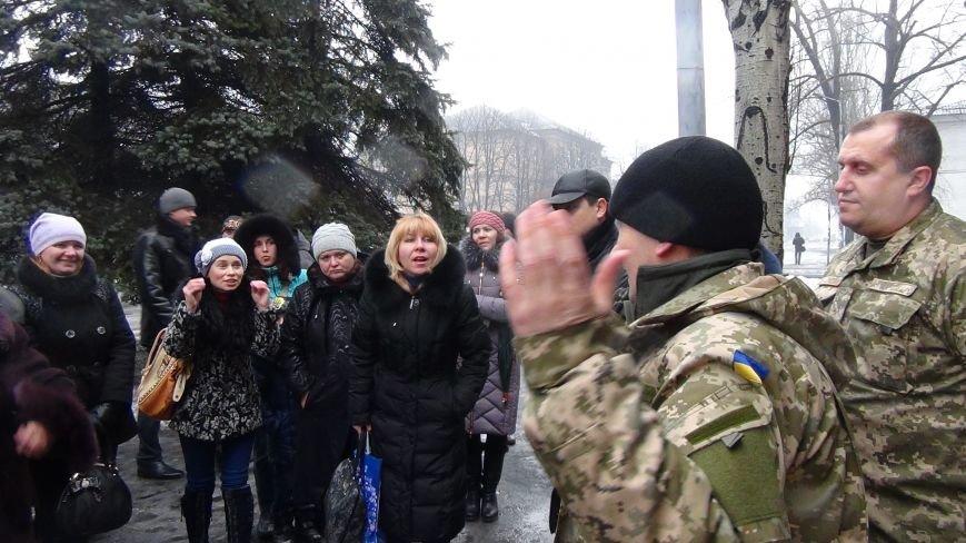В Доброполье милиционеры обеспечили охрану мобилизованных воинов в вооруженные силы Украины (фото) - фото 1