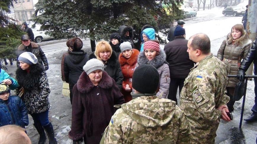 В Доброполье милиционеры обеспечили охрану мобилизованных воинов в вооруженные силы Украины (фото) - фото 2