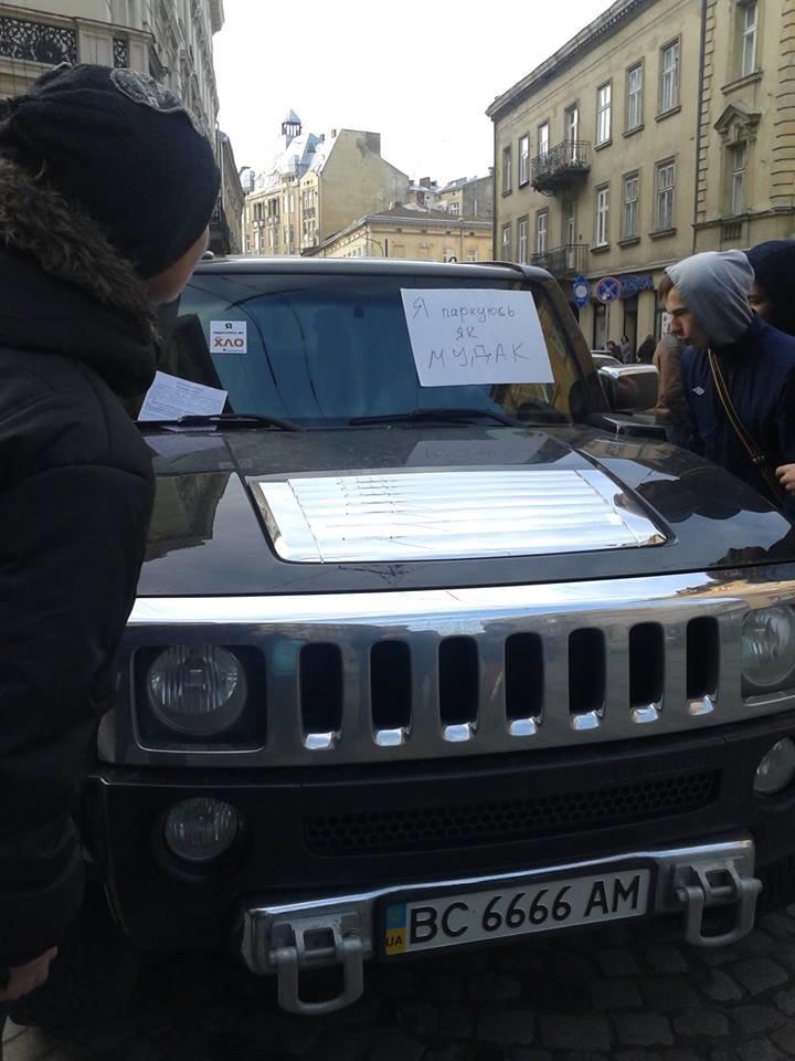 Я паркуюсь як окупант: небайдужі львів'яни викликали евакуатор, аби придбати з дороги «Хамер» (ФОТОРЕПОРТАЖ), фото-5