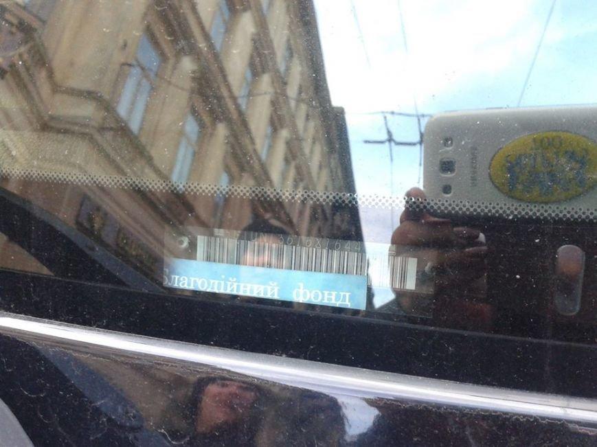 Я паркуюсь як окупант: небайдужі львів'яни викликали евакуатор, аби придбати з дороги «Хамер» (ФОТОРЕПОРТАЖ), фото-6
