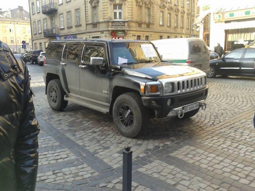 Я паркуюсь як окупант: небайдужі львів'яни викликали евакуатор, аби придбати з дороги «Хамер» (ФОТОРЕПОРТАЖ), фото-8