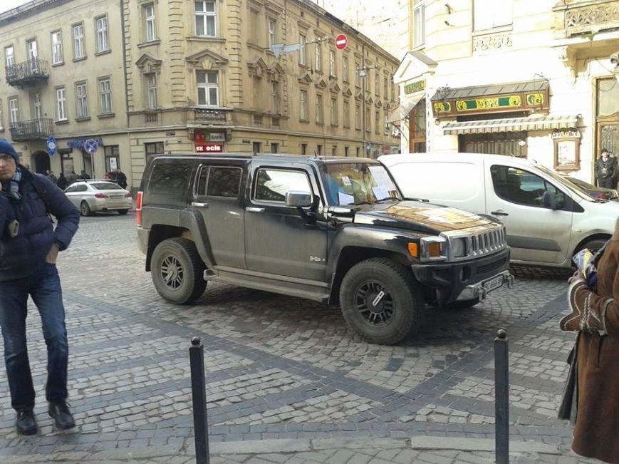 Я паркуюсь як окупант: небайдужі львів'яни викликали евакуатор, аби придбати з дороги «Хамер» (ФОТОРЕПОРТАЖ), фото-9