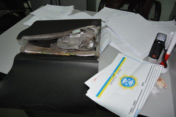 В Николаеве вооруженный грабитель ранил кассира банка (ФОТО) (фото) - фото 3