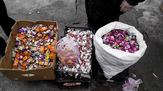 На Днепропетровщине изъяли 50 кг просроченных шоколадных конфет (фото) - фото 1