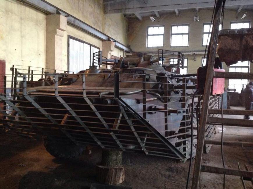 На Львівщині майстри за власною ініціативою ремонтують БТР для АТО (ФОТО) (фото) - фото 1