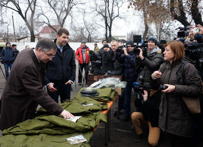 В Одессе Министр обороны проинспектировал получение «гуманитрки» из Канады (фото) - фото 2