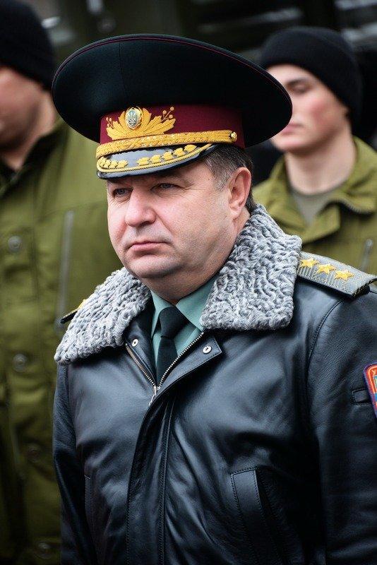 В Одессе Министр обороны проинспектировал получение «гуманитрки» из Канады (фото) - фото 1