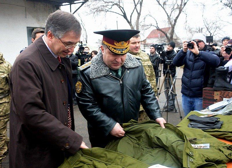 В Одессе Министр обороны проинспектировал получение «гуманитрки» из Канады (фото) - фото 3