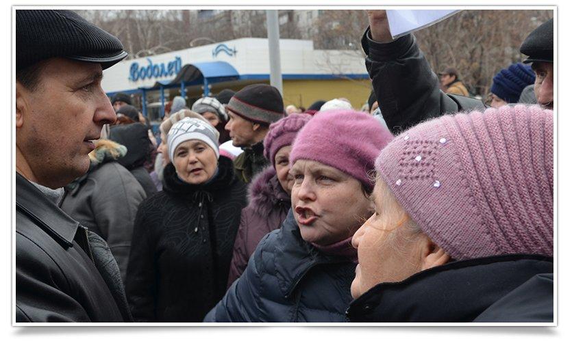 В Краматорске пикетируют военкомат противники мобилизации (фото) - фото 8