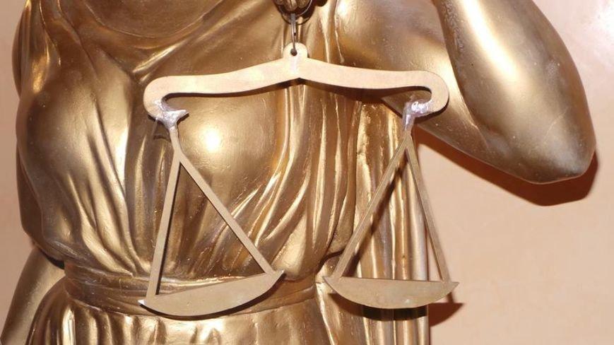 Символично: В одесском суде весы Фемиды примотали скотчем (ФОТОФАКТ) (фото) - фото 1