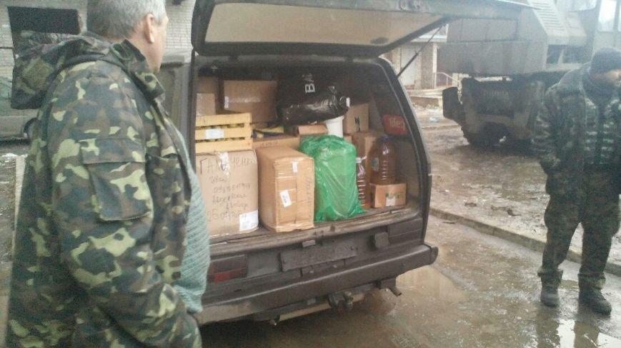 Криворожские волонтеры - единственные, кто смог под «градами» доставить продукты бойцам в Авдеевку (ФОТО) (фото) - фото 1