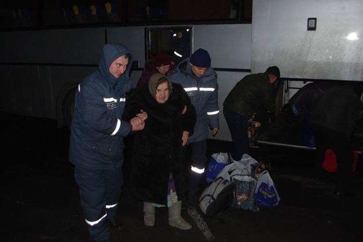 В Полтавской области работники ГСЧС встретили жителей Авдеевки (фото), фото-2