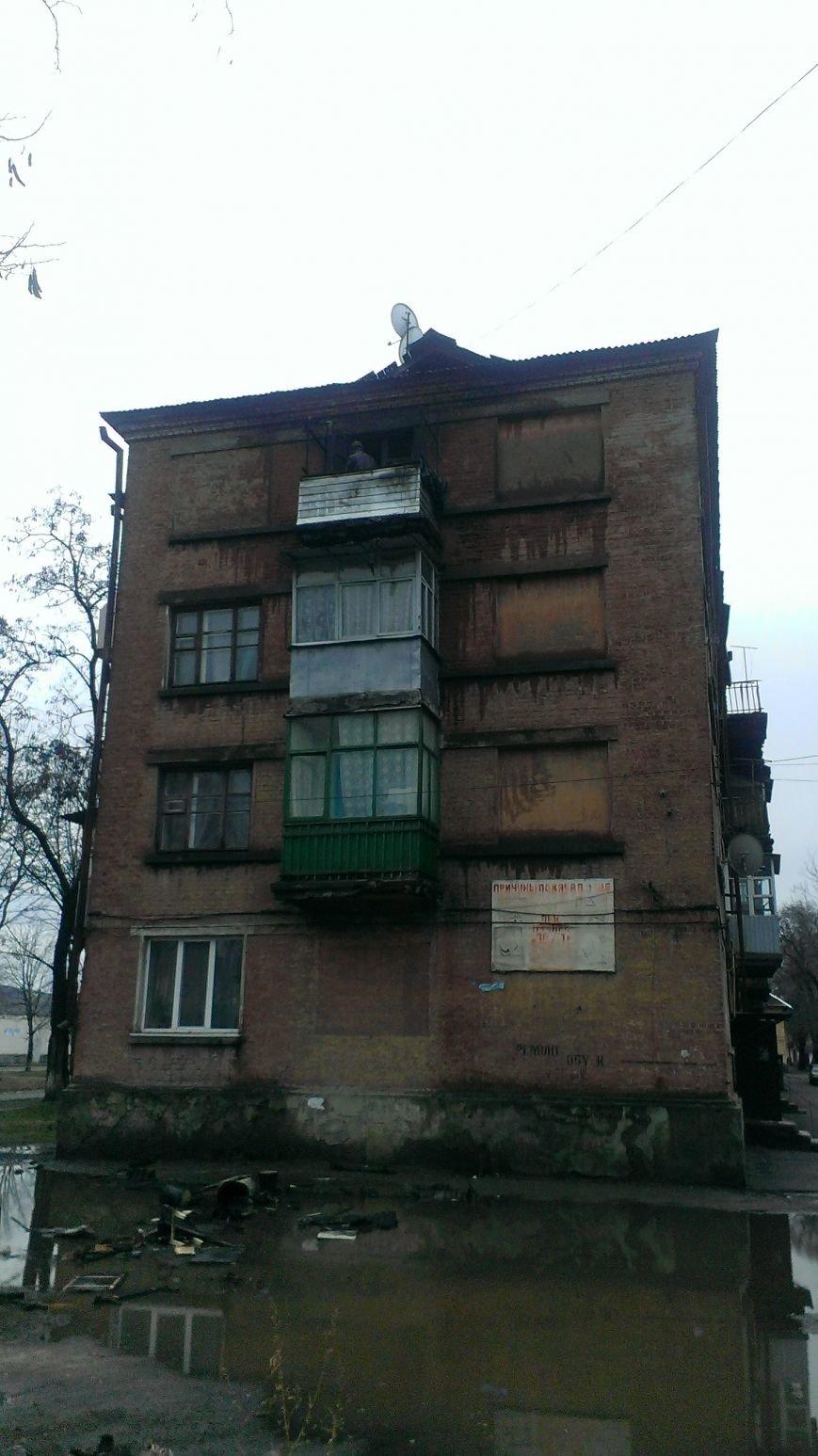 В Днепродзержинске на улице Колеусовской горел балкон (фото) - фото 1