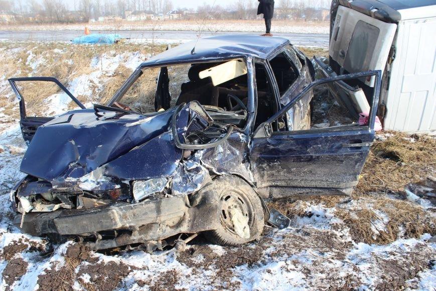 Стан водія після вчорашнього ДТП залишається важким (фото) - фото 2