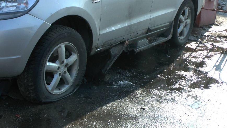 На автостоянке Днепропетровска прогремел взрыв: есть пострадавшие (фото) - фото 1