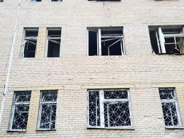 В Донецке Текстильщик попал под мощный артобстрел - снаряды попали в больницу и детсад, погибли 4 человека (ФОТО, ВИДЕО), фото-3