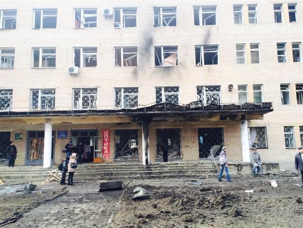 В Донецке Текстильщик попал под мощный артобстрел - снаряды попали в больницу и детсад, погибли 4 человека (ФОТО, ВИДЕО), фото-1
