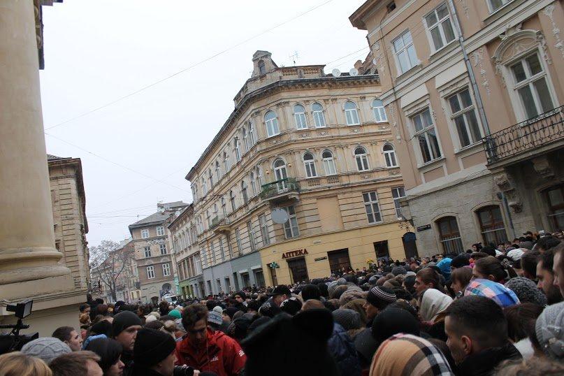Сльози та музика: тисячі львів'яни прощаються із легендарним Кузьмою Скрябіним (ФОТОРЕПОРТАЖ), фото-9