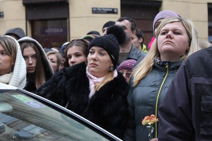 Сльози та музика: тисячі львів'яни прощаються із легендарним Кузьмою Скрябіним (ФОТОРЕПОРТАЖ), фото-14