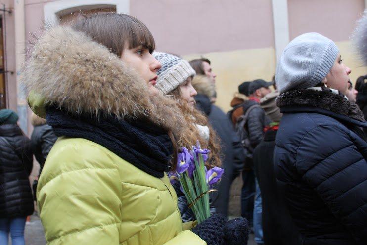 Сльози та музика: тисячі львів'яни прощаються із легендарним Кузьмою Скрябіним (ФОТОРЕПОРТАЖ), фото-13