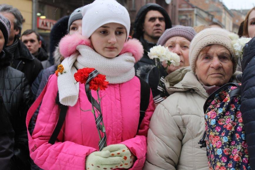 Сльози та музика: тисячі львів'яни прощаються із легендарним Кузьмою Скрябіним (ФОТОРЕПОРТАЖ), фото-3