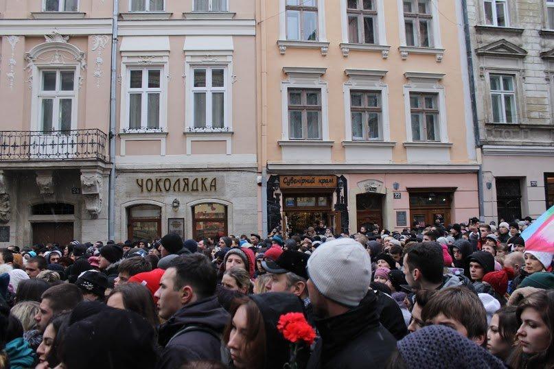 Сльози та музика: тисячі львів'яни прощаються із легендарним Кузьмою Скрябіним (ФОТОРЕПОРТАЖ), фото-10