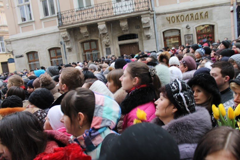 Сльози та музика: тисячі львів'яни прощаються із легендарним Кузьмою Скрябіним (ФОТОРЕПОРТАЖ), фото-8
