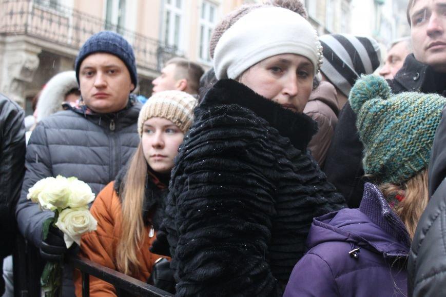 Сльози та музика: тисячі львів'яни прощаються із легендарним Кузьмою Скрябіним (ФОТОРЕПОРТАЖ), фото-6