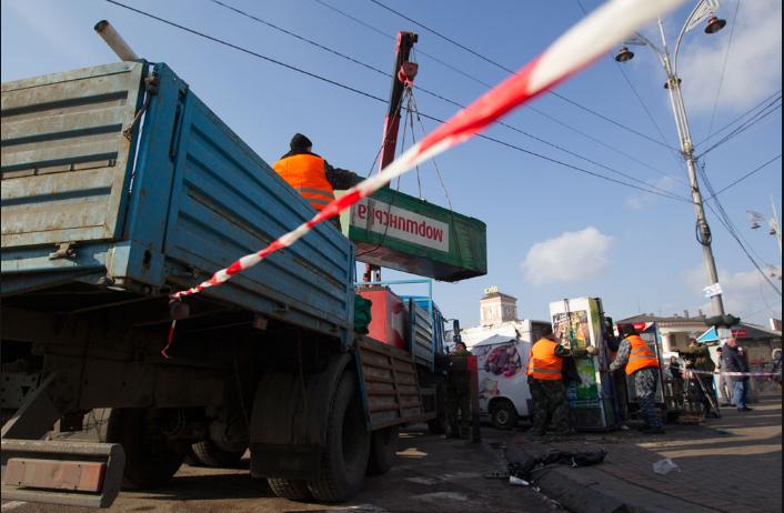 Кличко лично проследил как убирают МАФы возле железнодорожного вокзала (ФОТО) (фото) - фото 1