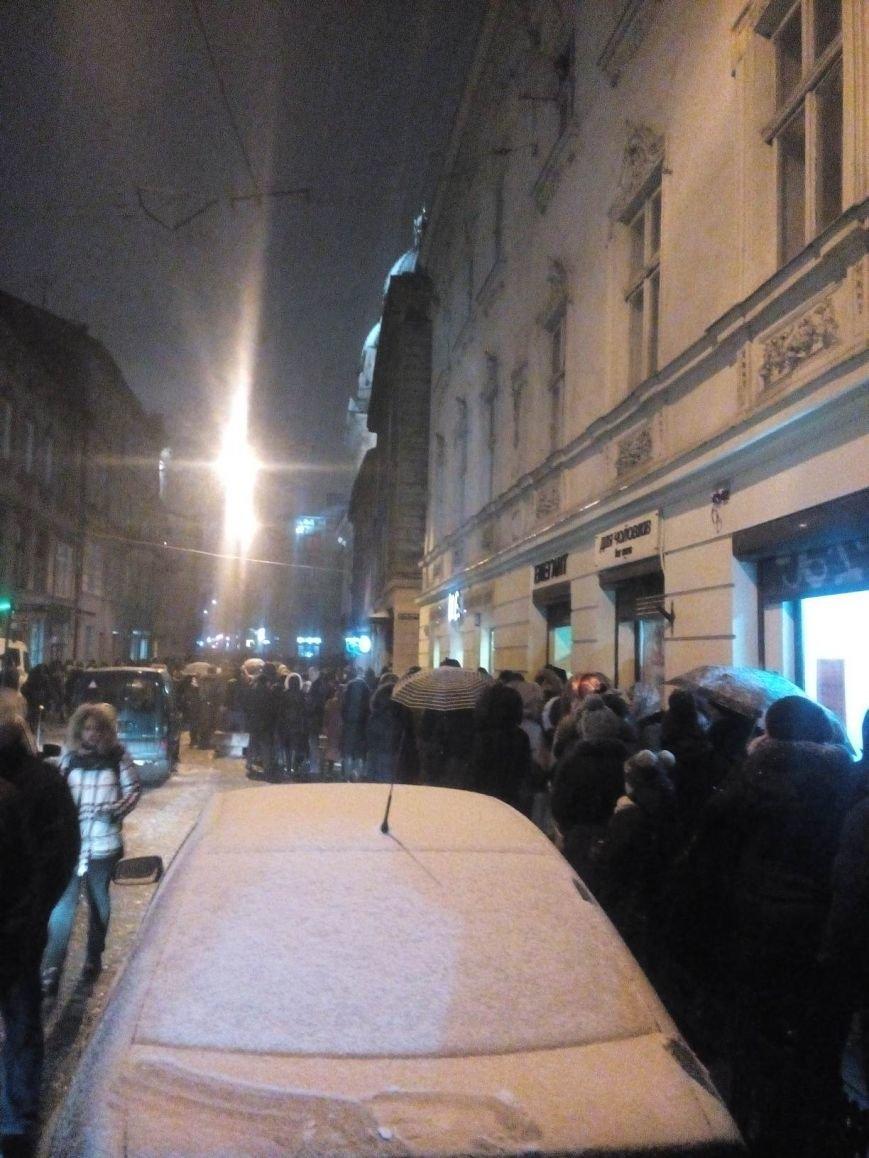 Прощання із Кузьмою: станом на 19:00 тисячі людей стоїть у черзі (ФОТОФАКТ), фото-1