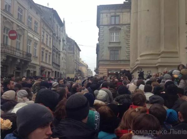 У Львові попрощатися з Кузьмою прийшло більше тисячі людей (ФОТО), фото-2