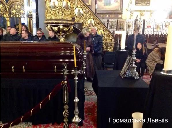 У Львові попрощатися з Кузьмою прийшло більше тисячі людей (ФОТО), фото-5