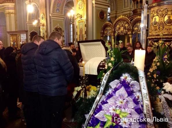 У Львові попрощатися з Кузьмою прийшло більше тисячі людей (ФОТО), фото-4