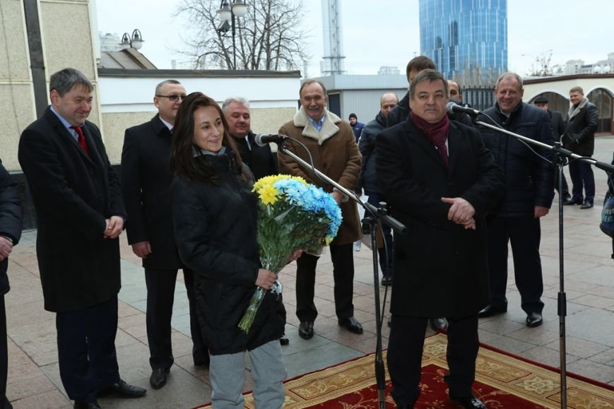 Криворожанка стала  5-миллионным пассажиром кременчугского «Тарпана» (фото) - фото 1