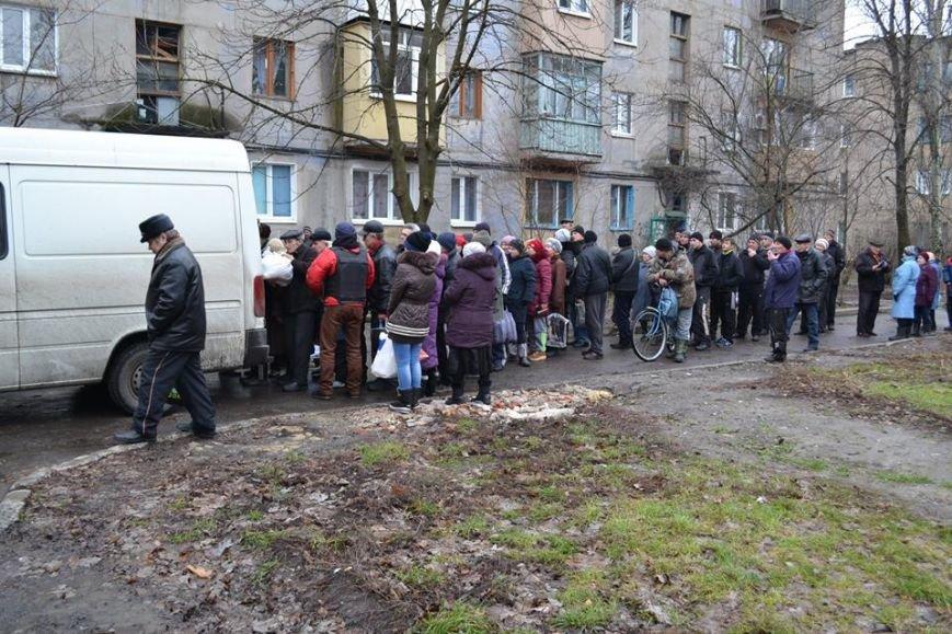 В Авдеевке волонтеры раздали 150 продуктовых пакетов от чешской организации «Человек в беде» (фото), фото-3