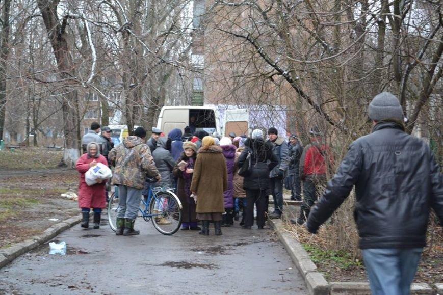 В Авдеевке волонтеры раздали 150 продуктовых пакетов от чешской организации «Человек в беде» (фото), фото-4