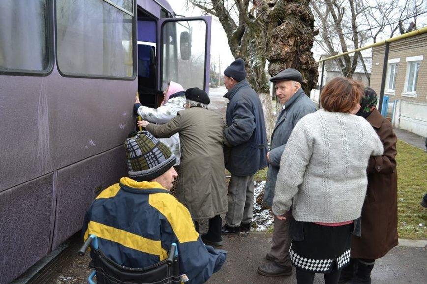 В Авдеевке волонтеры раздали 150 продуктовых пакетов от чешской организации «Человек в беде» (фото), фото-1