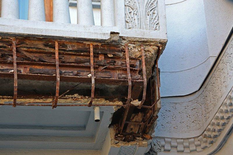 ФОТОФАКТ: В Симферополе разваливается опустевшее здание Нацбанка Украины (фото) - фото 3