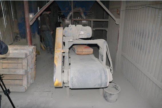 ФОТОРЕПОРТАЖ: На вул. Промисловій виготовляли фальсифікований цимент (фото) - фото 1