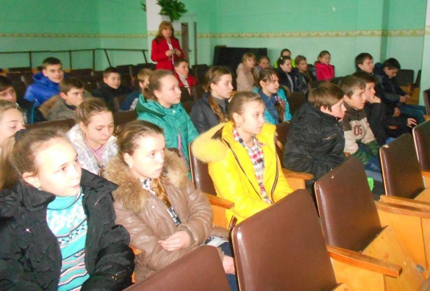 В Херсонской области учеников и учителей обучают поведению в чрезвычайных ситуациях (фото) - фото 2