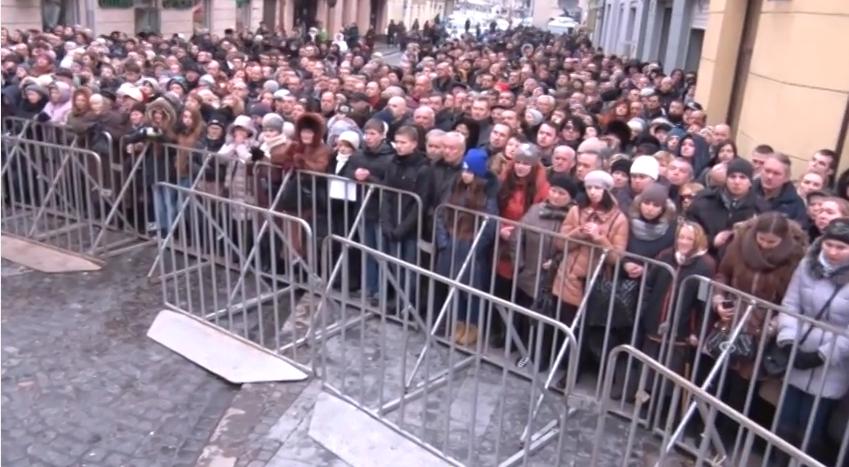 У Львові під оплески тисячі шанувальників попрощались із Кузьмою Скрябіним (ФОТО+ВІДЕО) (фото) - фото 1