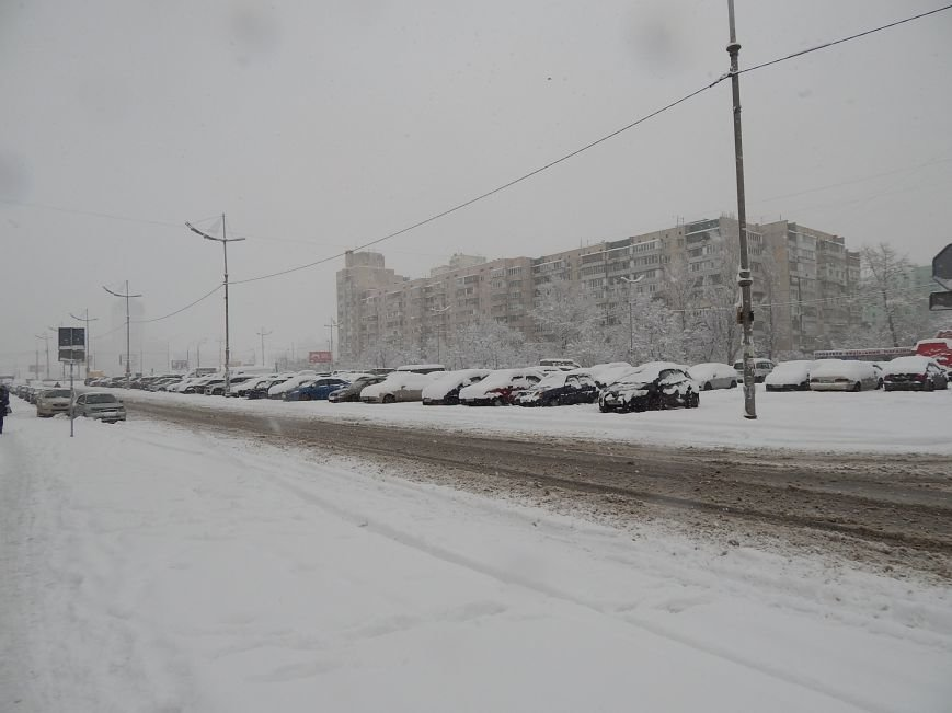 Снежный коллапс в столице (ФОТОРЕПОРТАЖ) (фото) - фото 3