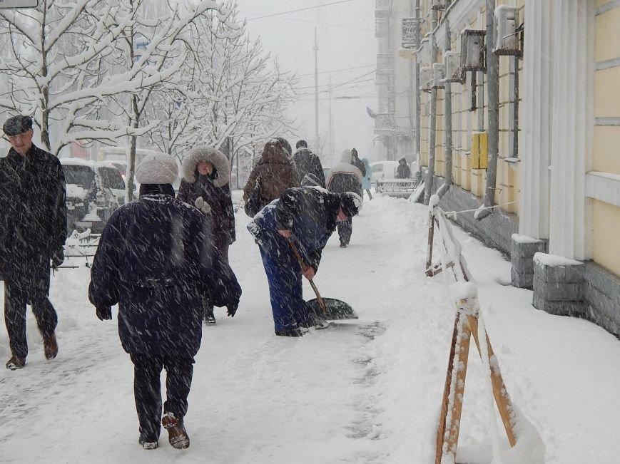 Снежный коллапс в столице (ФОТОРЕПОРТАЖ) (фото) - фото 4