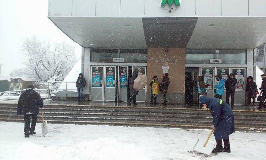 Сегодня из-за снегопада столичное метро будет работать на час дольше (ФОТО) (фото) - фото 1