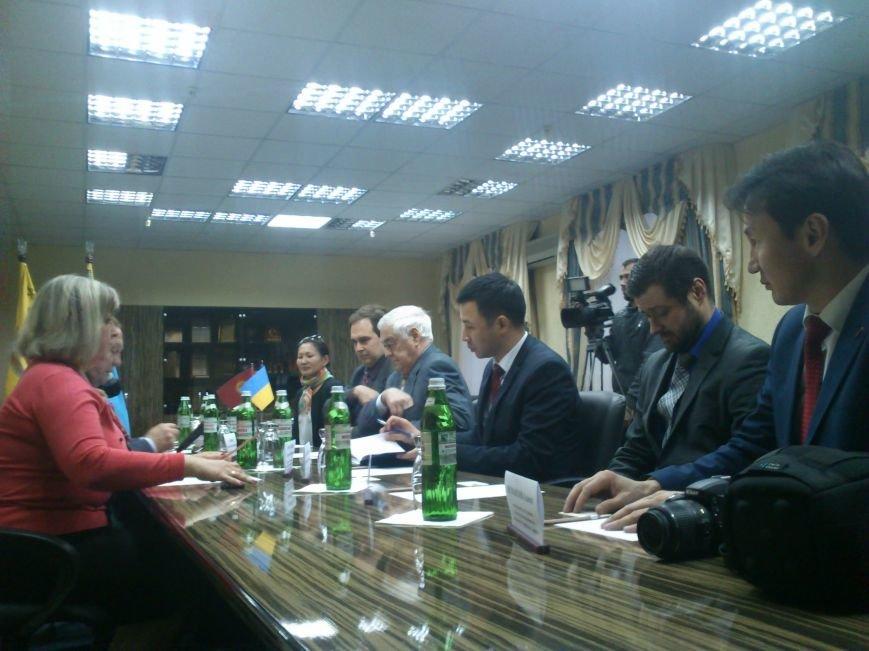 Днепродзержинск посетил Чрезвычайный и Полномочный посол Кыргызской республики, фото-1
