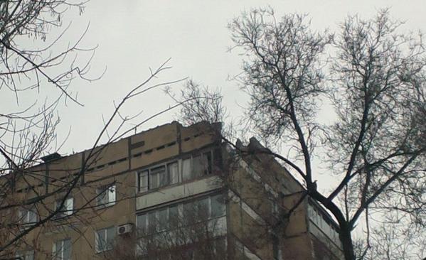 В Донецке снаряд попал в цех завода «Геркулес» - в результате ночного артобстрела пострадали десятки домов (ФОТО) (фото) - фото 1