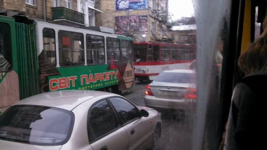 ФОТОФАКТ: у центрі Львова автомобіль збив пішохода, фото-2