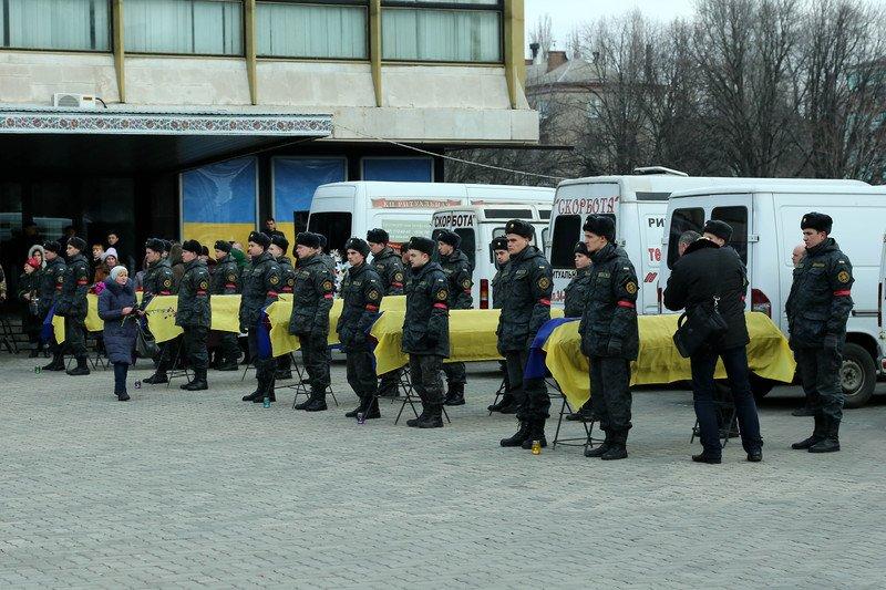 На Днепропетровщине похоронили еще 11 погибших в АТО солдат (фото) - фото 2