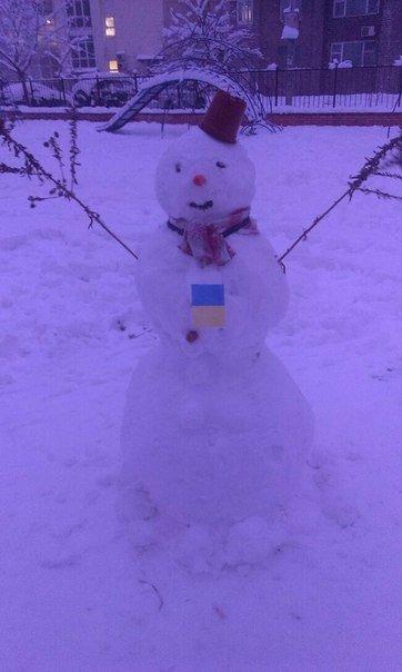 В Киеве поселились снеговики-патриоты (ФОТО) (фото) - фото 4