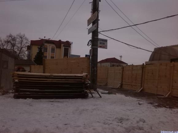 Тернополяни протестують проти будівництва торгового центру на території Привокзального майдану (фото) (фото) - фото 1